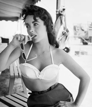 Elizabeth Taylor With Sunglasses Giant 1955 by