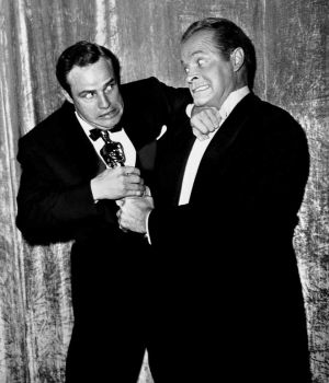 Bob Hope & Marlon Brando with Oscar by