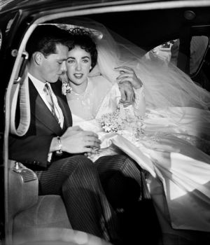 Young Elizabeth Taylor 1st Wedding by