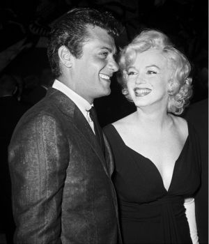 Tony Curtis & Marilyn Monroe  1959 by